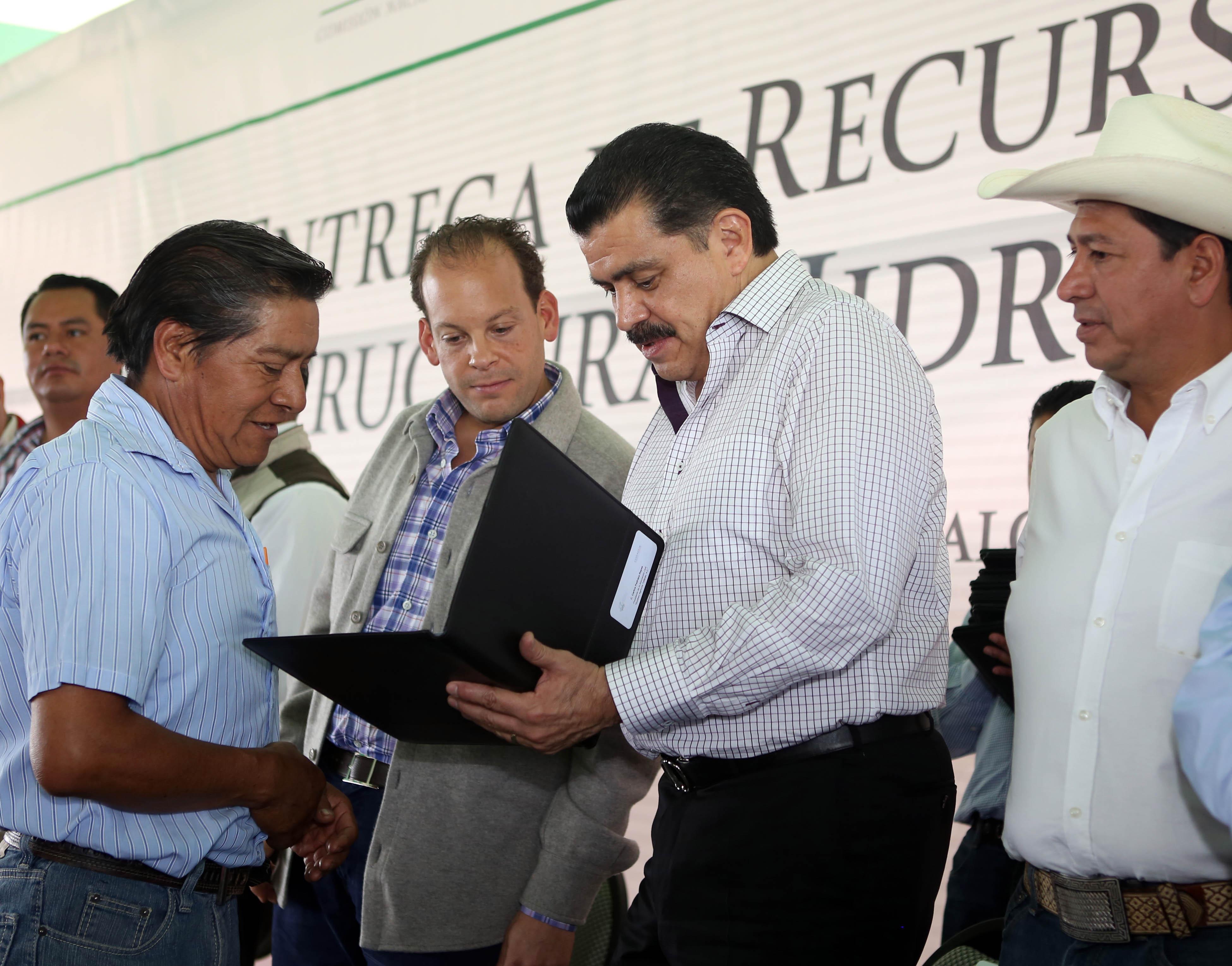 Gobierno de hidalgo e iniciativa privada fortalecen la generaci n de empleos mundo for Javier ruiz hidalgo